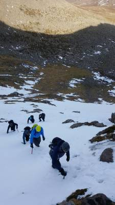 7 Lots of Winter Skills & Mountaineering #winterskills #climbing #courses #introduction #cairngorms #Scotland