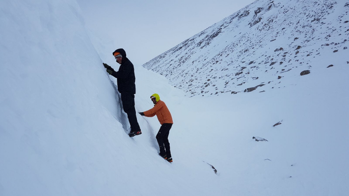 4 Lots of snow in the Cairngorms #winterskills #skitouring #wintermountaineering #winterclimbing