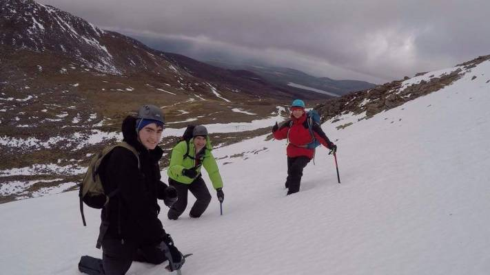 6 Lots of Winter Skills & Mountaineering #winterskills #climbing #courses #introduction #cairngorms #Scotland