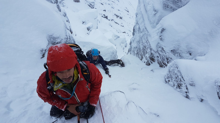 0 Amazing weather of late #winterskills #winterclimbing #wintermountaineering #cairngorms #scotland