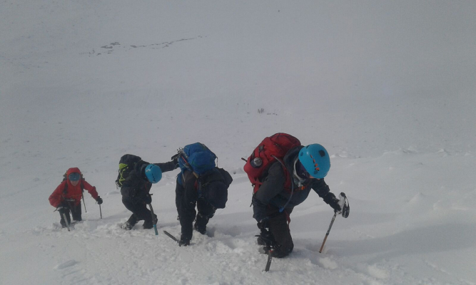 7 Great winter conditions continue #winterskills #wintermountaineering #skitouring #cairngorms #scotland