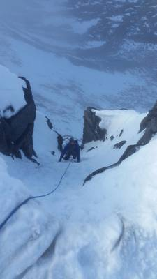 4 Lots of Winter Skills & Mountaineering #winterskills #climbing #courses #introduction #cairngorms #Scotland