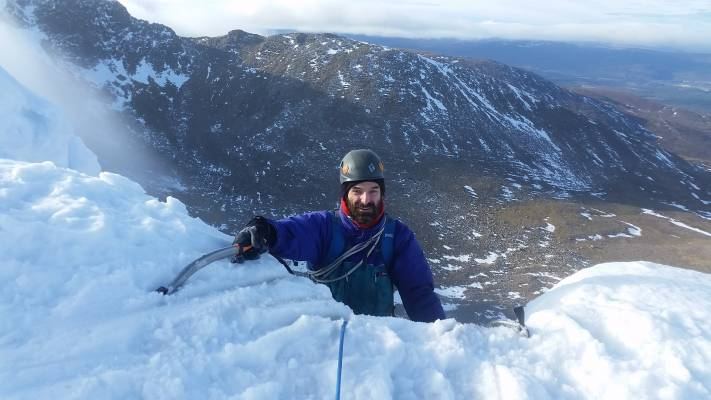5 Lots of Winter Skills & Mountaineering #winterskills #climbing #courses #introduction #cairngorms #Scotland