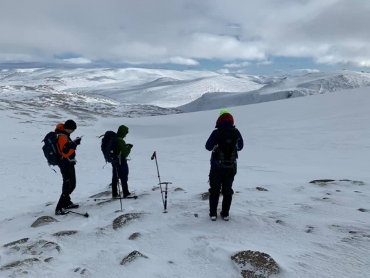 0 Great conditions thanks to Ciara & Dennis! #winterskills #wintermountaineering #skitouring